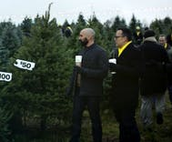 New Sprint ad features pitchman and boyfriend shopping for Christmas tree