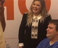 Kelly Clarkson helped this couple get engaged & her reaction is going viral