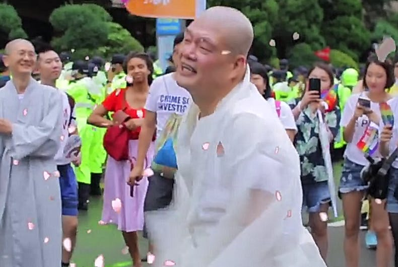 Buddhist monk gets down at Korean queer parade