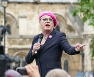Trans entertainer Eddie Izzard will retire from comedy to run for political office