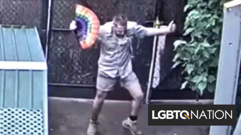 Zookeeper's impromptu fan dance in the giraffe enclosure caught on camera