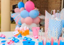 "Amazing parents throw a ""gender reveal"" party for their 17-year-old non-binary son"