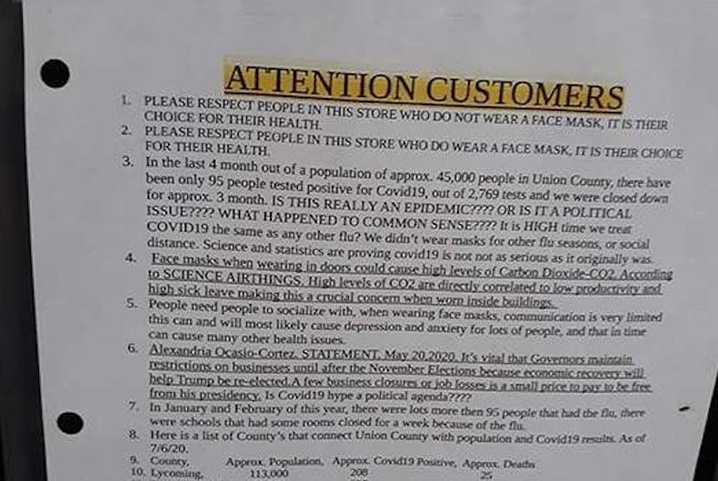 Parte da placa postada na porta da frente da Wengers Discount Grocery